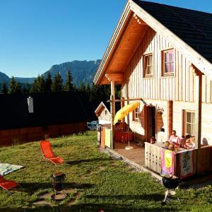 Hotellikuvia: Hüttendorf Dachsteinblick - Hütte PRU-STM, Pruggern