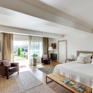 Hotel Pictures: Clos De La Barbanne, Saint-Christophe-des-Bardes