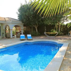Hotel Pictures: Holiday Home Bonalba Golf, Urb. Los Naranjos, Muchamiel