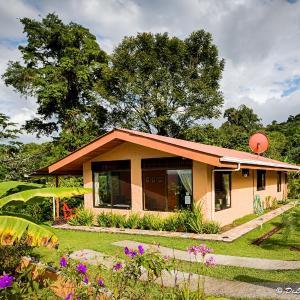 Hotel Pictures: Encantada Guest House, El Castillo de La Fortuna