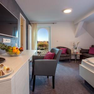 Hotel Pictures: Ebner - Boutique-Hotel & Konditorei, Lindau