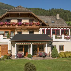 Hotelbilleder: Lungau Apartment - Ferienwohnung Haus Esl, Hintergöriach