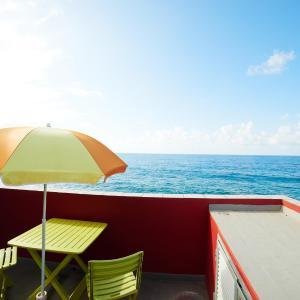 Hotel Pictures: Derecha del Roque Surfhouse, Moya