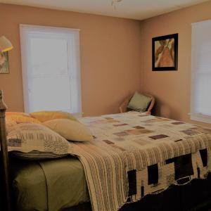 Hotel Pictures: Dancing Tree Guest Suite, Kingsville