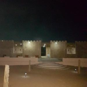 Hotel Pictures: Desert Wonders Camp, Ḩawīyah