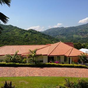 Hotel Pictures: Casa Campestre Condominio Bellavista, Tobia