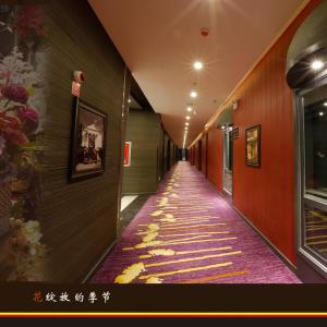 Hotel Pictures: Korla Xin Lv Super 8 Hotel, Bayingholin