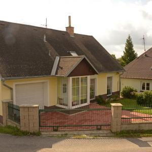 Hotel Pictures: Holiday home in Budikov/Isergebirge 1468, Budíkov