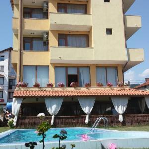 Фотографии отеля: Sharkov Family Hotel, Ognyanovo