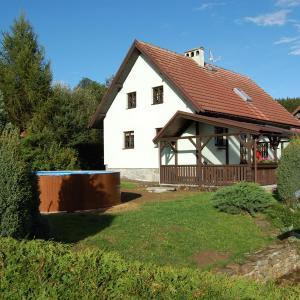 Hotel Pictures: 4-Bedroom Holiday home with Pool in Lipno nad Vltavou/Lipno-Stausee 1928, Kobylnice