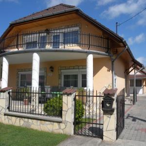 Hotelbilder: Holiday home Balatonfenyves 4, Balatonfenyves