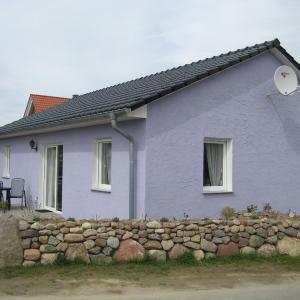 Hotel Pictures: Two-Bedroom Holiday home in Dranske I, Lancken