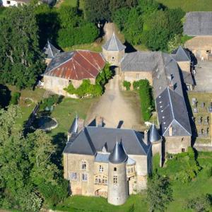 Hotel Pictures: Château de Villette Monument Historique, Glaire-et-Villette