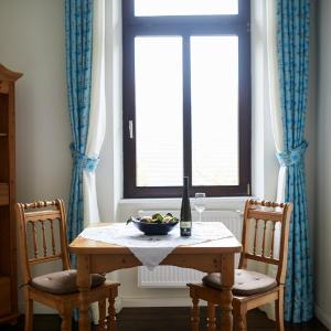 Hotel Pictures: HEINRICHs winery bed & breakfast, Langenlonsheim