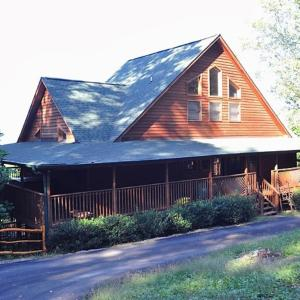 Фотографии отеля: The Hideaway Holiday home, Sevierville