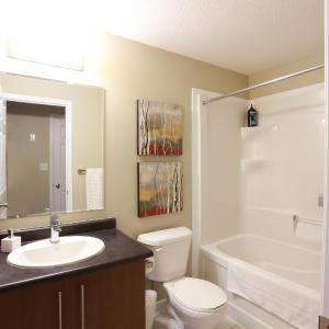 Hotel Pictures: Boardwalk Homes Executive Guest Houses, Kitchener