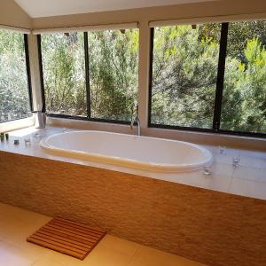 Hotel Pictures: Jarrah Grove Forest Retreat, Rosa Glen