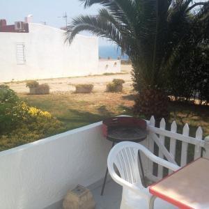 Hotel Pictures: Bungalow Cala Llobeta 32, Calafat