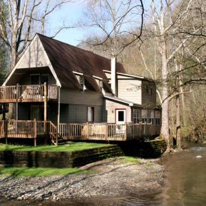 Fotos do Hotel: Brook Trout Chalet - Two Bedroom Home, Sevierville