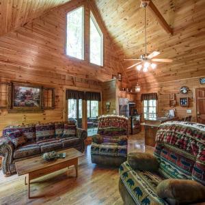 Fotos de l'hotel: Cozy Getaway - Two Bedroom Home, Sevierville