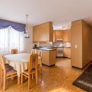 Hotel Pictures: Apartment Dryas 02, Arosa