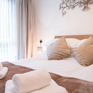 Hotel Pictures: Modern Apartment - Copper Quarter, Swansea