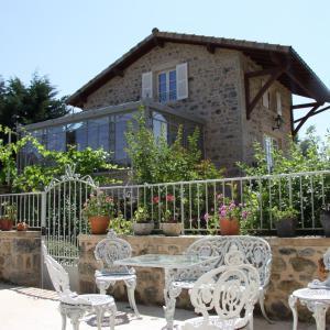 Hotel Pictures: Cottage at Manoir Montdidier, Saint-Léger-sous-la-Bussière