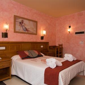 Hotel Pictures: Hotel La Barca, Pedro Muñoz