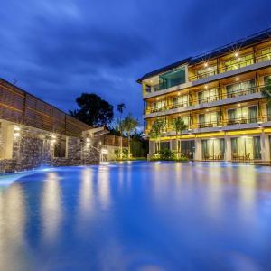 Hotel Pictures: Aqua Resort Phuket, Rawai Beach