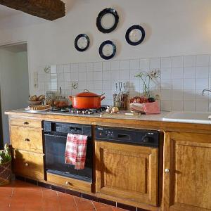 Hotel Pictures: Holiday Home Mas des Lavandes, Riez