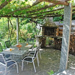 Hotel Pictures: Holiday Home Geissenstall, Bigorio