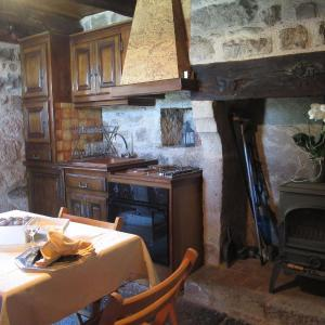 Hotel Pictures: Holiday Home Le Pigeonnier, La Valade