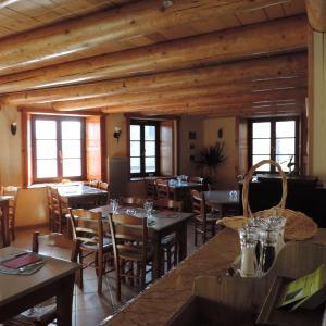 Hotel Pictures: Auberge Du Brabant Chez Titof, Roche-en-Régnier