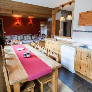 Hotel Pictures: Le Giffre And Clesson, Samoëns