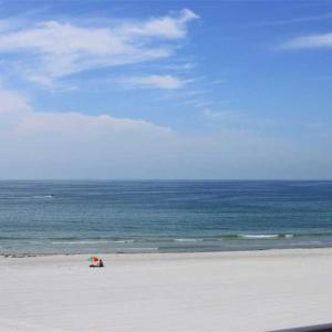 Hotelbilleder: Sea Breeze - Two Bedroom Apartment - 308, St Pete Beach
