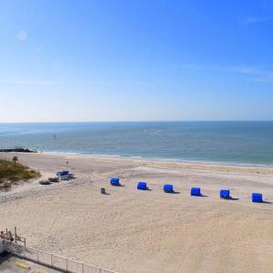 Фотографии отеля: Beach Place - Three-Bedroom Apartment - 411, Сант Пит Бич