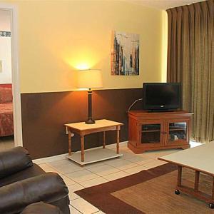 Zdjęcia hotelu: Beach Place - Three-Bedroom Apartment - 407, St Pete Beach