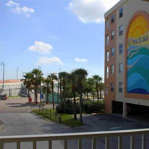 Hotel Pictures: Beach Place - Two Bedroom Apartment - 101, St Pete Beach