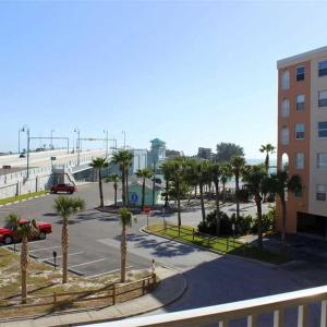 Foto Hotel: Beach Place - Two Bedroom Apartment - 203, St Pete Beach