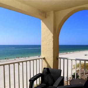 Hotellbilder: Beach Place - Three-Bedroom Apartment - 412, St Pete Beach
