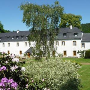 Foto Hotel: Hostellerie Le Prieuré De Conques, Herbeumont