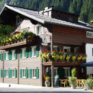 Hotellikuvia: Gasthof zum Guten Tropfen, Partenen