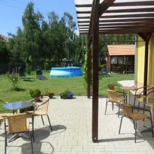 Hotel Pictures: Penzion Sarton, Lukov