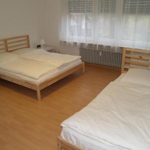 Hotel Pictures: Berg Room and Apartment, Leinfelden-Echterdingen