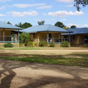 Фотографии отеля: Tooleybuc River Retreat Villas, Tooleybuc