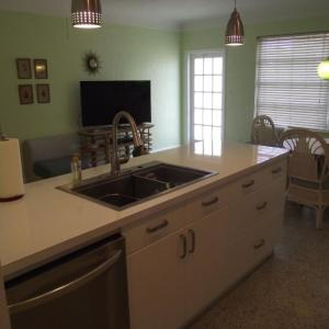 Hotel Pictures: Triplex pool unit a - st. Pete beach - close to everything Home, St Pete Beach