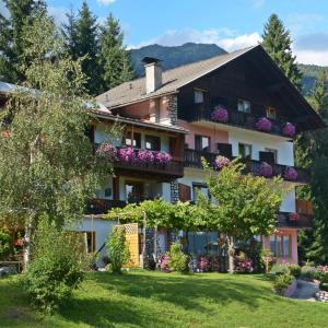 Hotel Pictures: Familie Lemberger, Dellach im Drautal