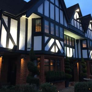 Hotel Pictures: The Plough, Leatherhead