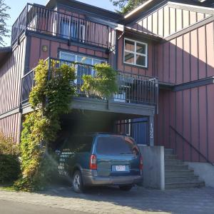 Hotel Pictures: Sooke Harbour Resort with Fairmont Creek Vacation Rentals, Sooke