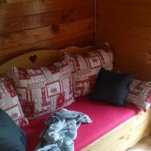 Hotel Pictures: Chalet L'imprévu, Vaulnaveys-le-Bas